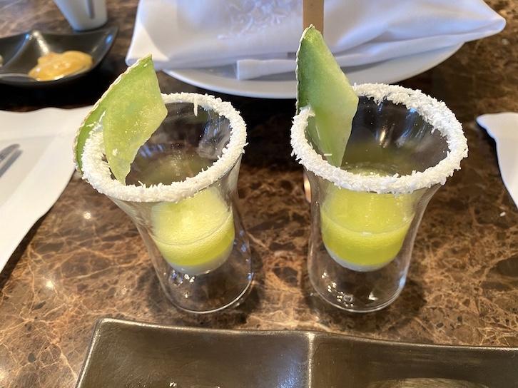 シャングリ・ラ ホテル東京「アフタヌーンティー」のフード(グラス)