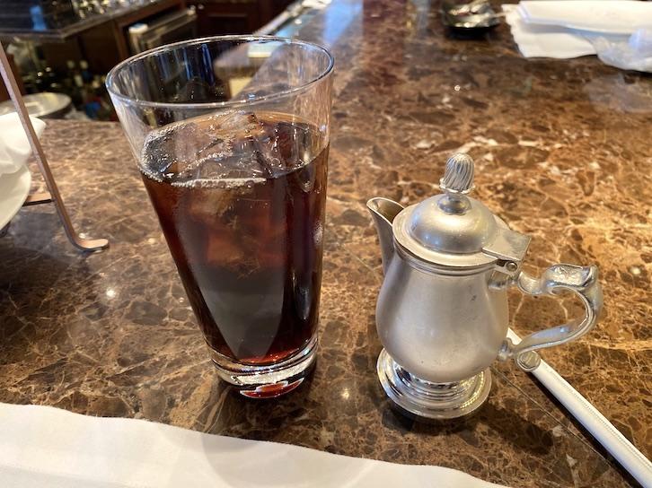シャングリ・ラ ホテル東京「アフタヌーンティー」のドリンク(アイスコーヒー)