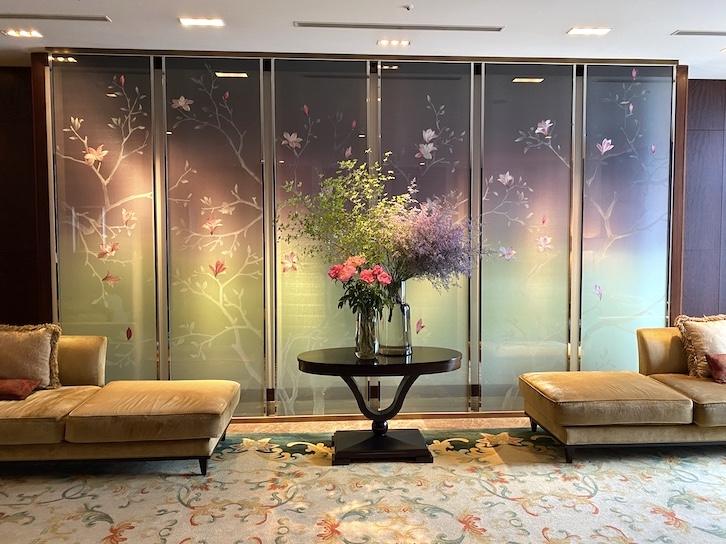 シャングリ・ラ ホテル東京のロビー(ソファー)