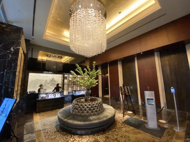 シャングリ・ラ ホテル東京のエレベーターホール(1階)