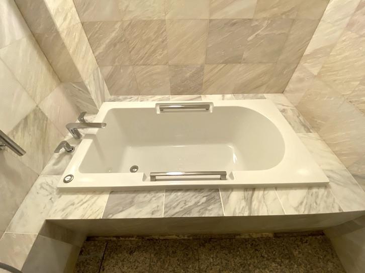 旧軽井沢KIKYOキュリオ・コレクションbyヒルトン:客室(浴槽)