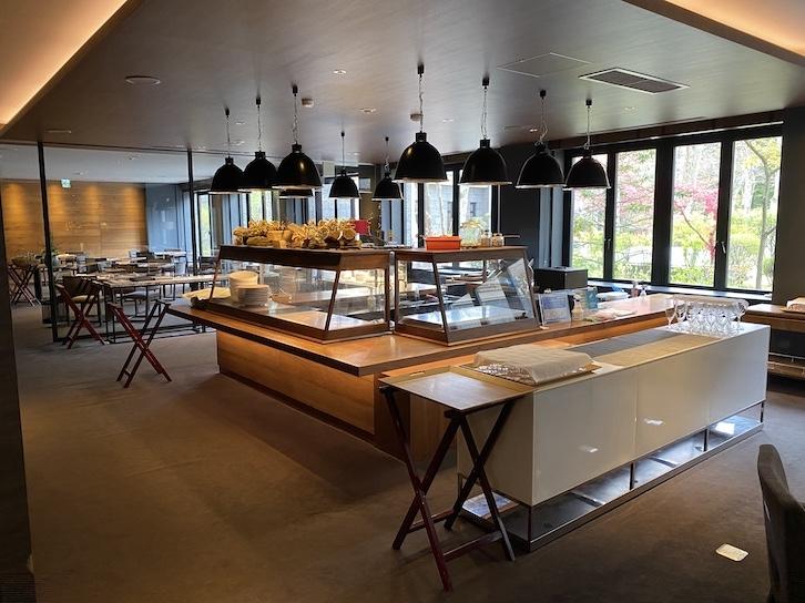 旧軽井沢KIKYOキュリオ・コレクションbyヒルトンの朝食:レストランの内観(全体像)