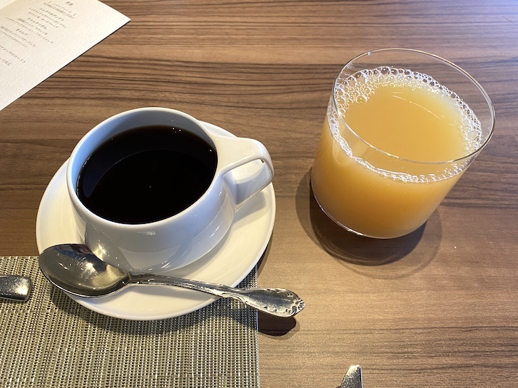旧軽井沢KIKYOキュリオ・コレクションbyヒルトンの朝食:ドリンク(コーヒー、ジュース)