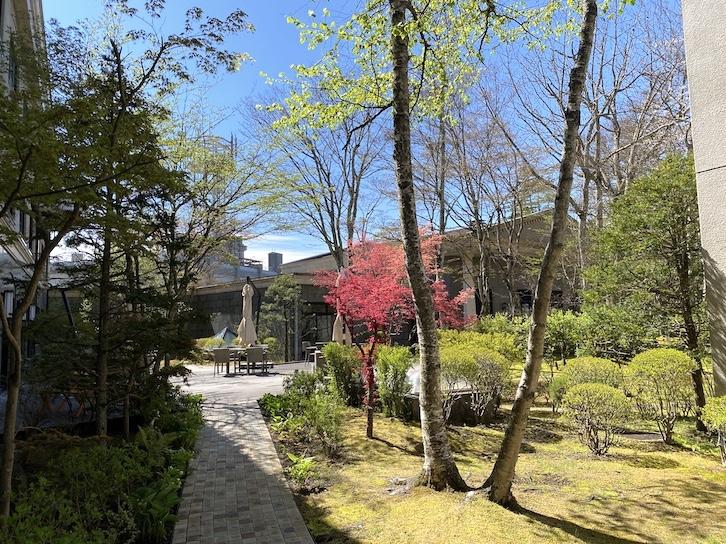 旧軽井沢KIKYOキュリオ・コレクションbyヒルトン:中庭散策1