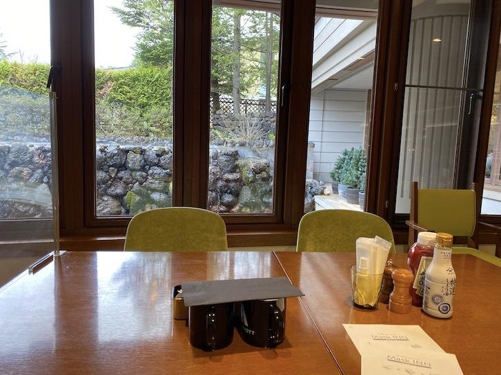 軽井沢マリオットホテルの朝食:レストラン「Grill & Dining G」からの眺望