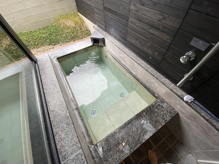 軽井沢マリオットホテル:温泉露天風呂(浴槽)