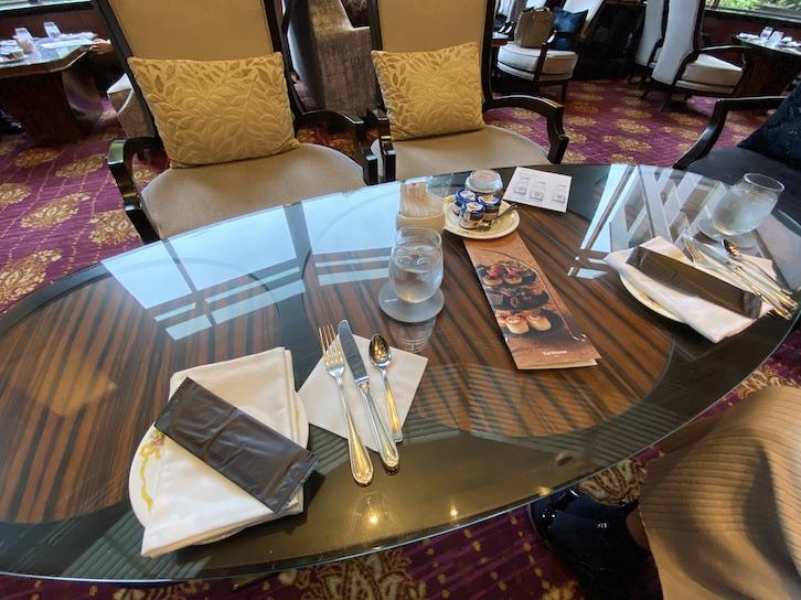 ウェスティンホテル東京「The Lounge(ザ・ラウンジ)」:テーブル