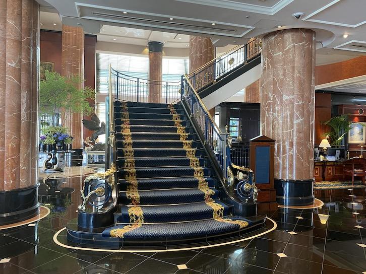 ウェスティンホテル東京のロビー:螺旋階段