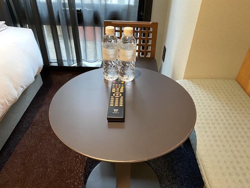 ザロイヤルパークキャンバス銀座8の客室:テーブル