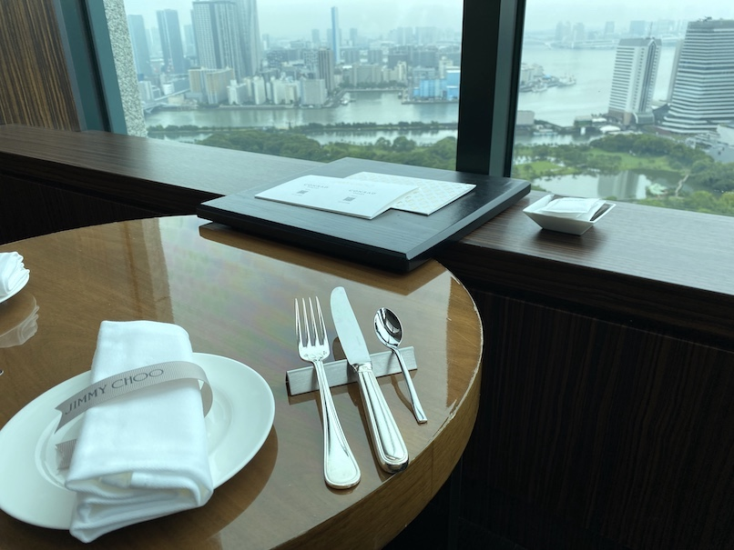 コンラッド東京「トゥエンティエイト」:テーブルセッティング