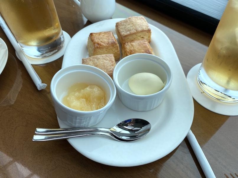 コンラッド東京「アフタヌーンティー」:スコーン&クロテッドクリーム、ジャム