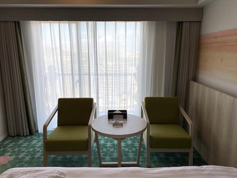 グランドニッコー東京ベイ舞浜の客室:テーブル&チェア