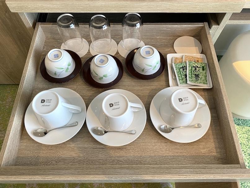 グランドニッコー東京ベイ舞浜の客室:ミニバー(グラス&カップ)