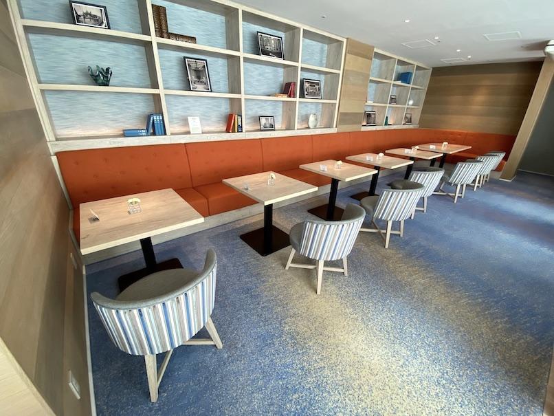 グランドニッコー東京ベイ舞浜「ニッコーラウンジ」:テーブル席
