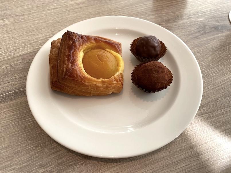 グランドニッコー東京ベイ舞浜「ニッコーラウンジ」:ティータイム(パン&チョコレート)