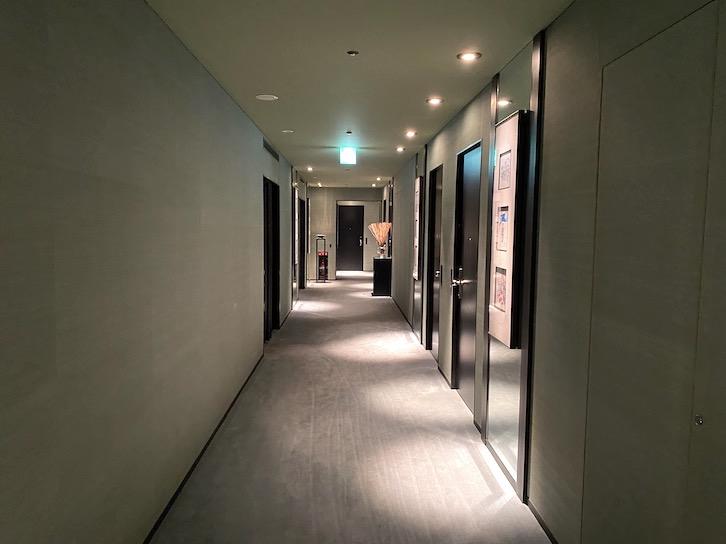 パークハイアット東京 宿泊記:ホテルの内廊下