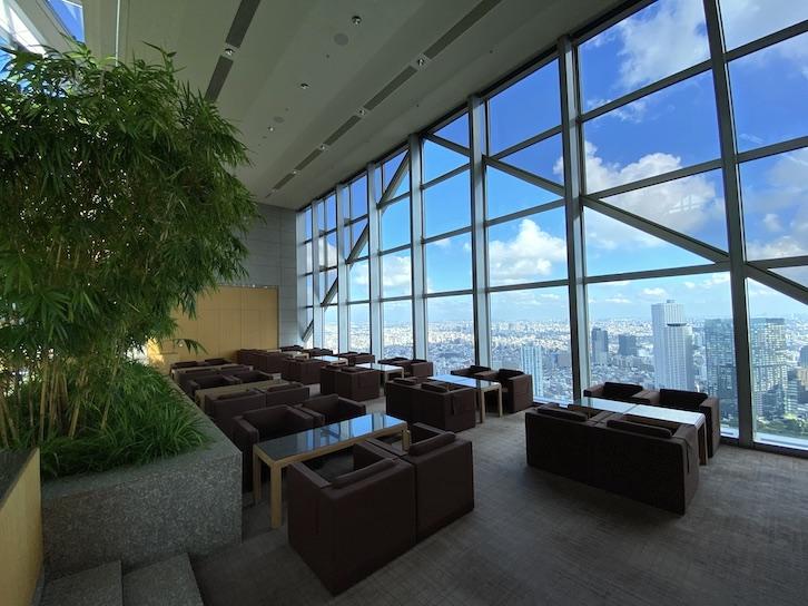 パークハイアット東京:ピークラウンジのソファー席