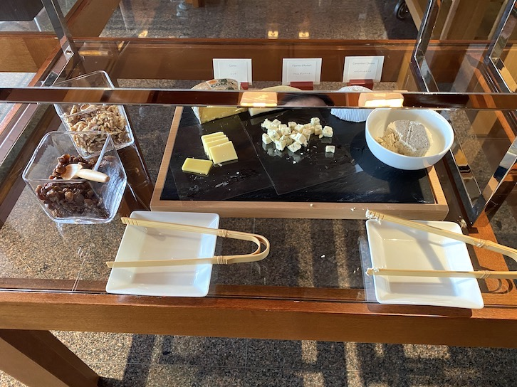パークハイアット東京の朝食:ビュッフェ(チーズ)