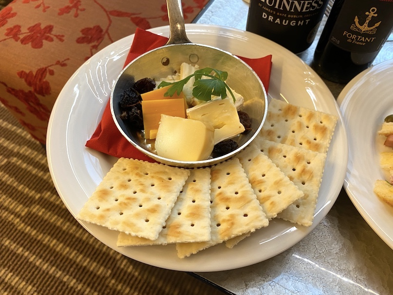 コートヤード銀座 宿泊記:選択式ギフト(チーズ&クラッカー)