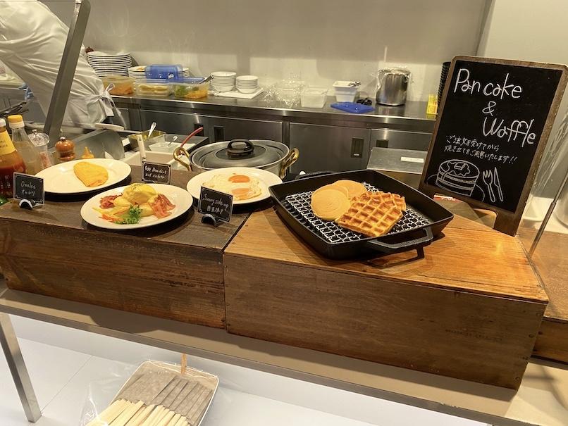 コートヤード銀座の朝食:ビュッフェカウンター(パンケーキ&ワッフルステーション)
