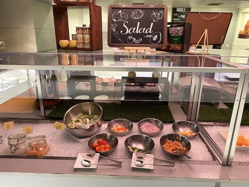 コートヤード銀座の朝食:ビュッフェカウンター(サラダ)