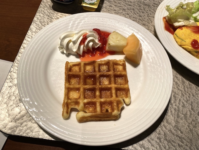 コートヤード銀座の朝食:実食(ワッフル&フルーツ)