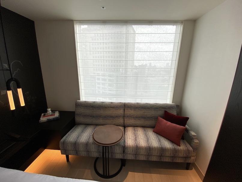 キンプトン新宿東京 客室:ソファー&テーブル
