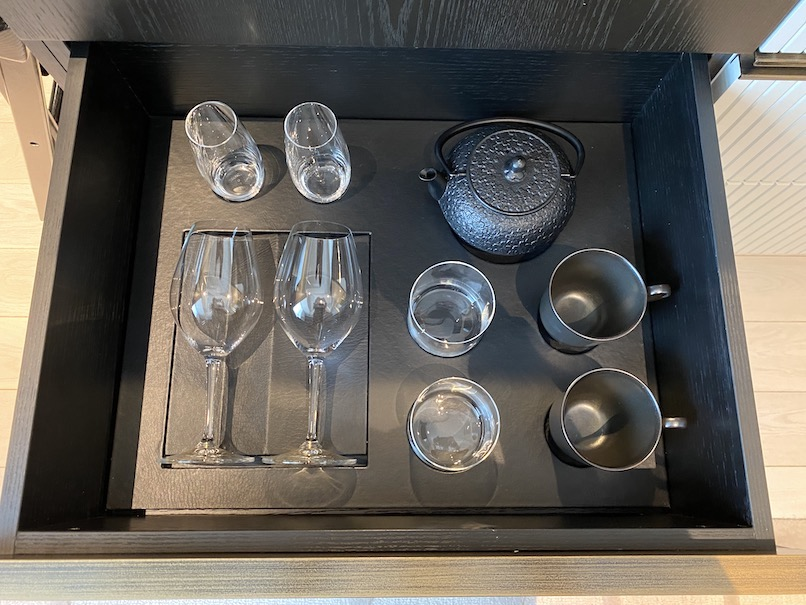 キンプトン新宿東京 客室:ミニバー(グラス、カップ)