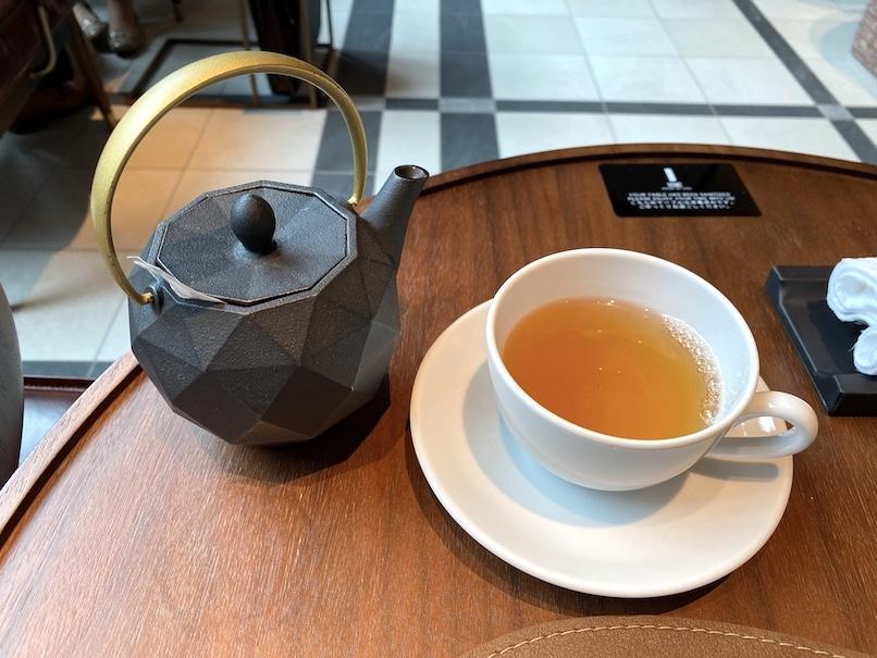 キンプトン新宿東京「ディストリクト」:アフタヌーンティーのドリンク(紅茶)