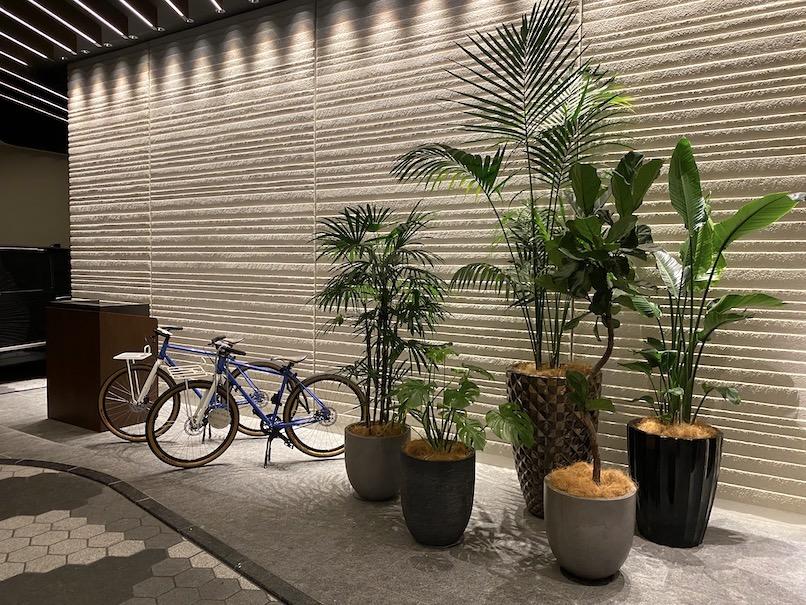 キンプトン新宿東京:自転車レンタル(玄関)