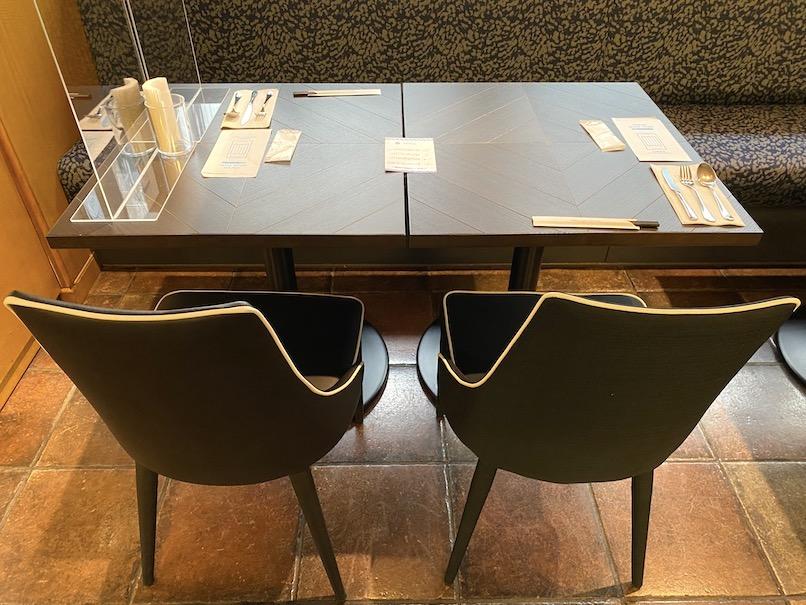 メルキュール東京銀座:ビストロ「レシャンソン」のテーブル