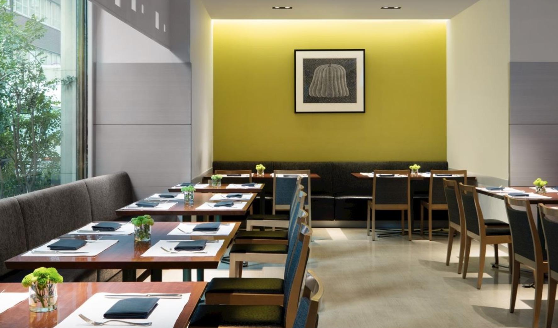 コートヤード銀座:レストラン「フィオーレ」の内観
