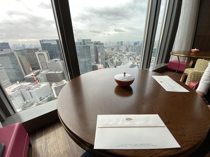 マンダリンオリエンタル東京:オリエンタルラウンジのテーブル&チェア