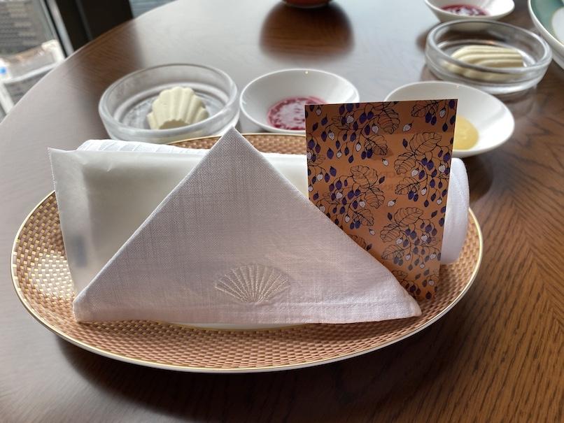 マンダリンオリエンタル東京のアフタヌーンティー:テーブルセッティング