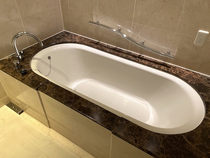 東京ステーションホテルの客室:バスルーム(浴槽)