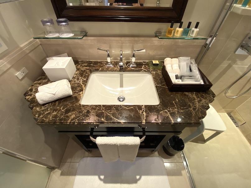 東京ステーションホテルの客室:バスルーム(洗面台)