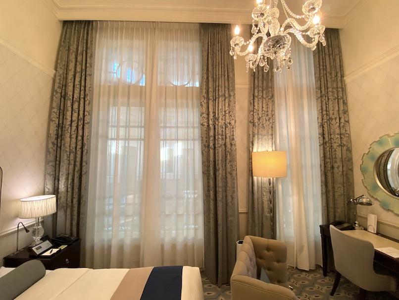 東京ステーションホテルの客室:窓(カーテン)