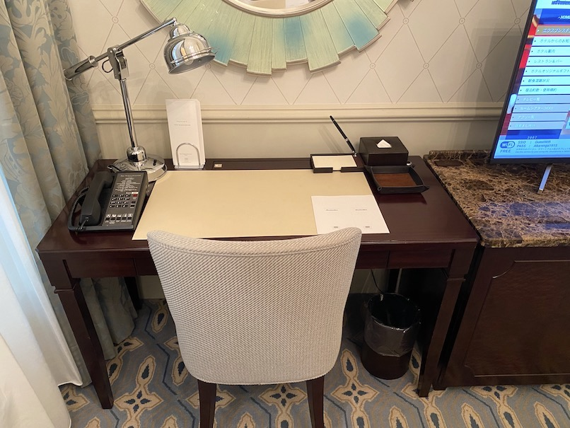 東京ステーションホテルの客室:デスク