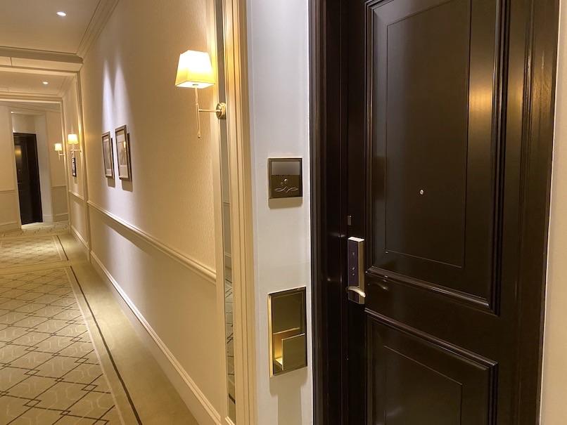 東京ステーションホテルの客室:玄関扉