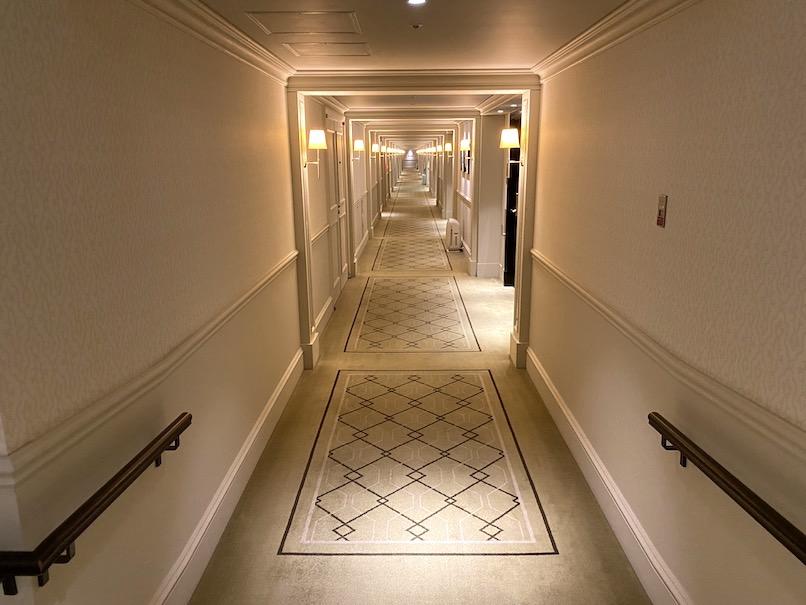 東京ステーションホテルの内観:廊下
