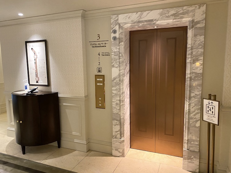 東京ステーションホテルの内観:エレベーターホール