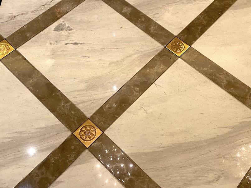 東京ステーションホテルのロビー:床(クレマチス)
