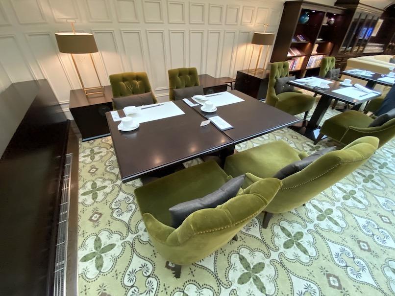 東京ステーションホテル「アトリウム」:テーブル&チェア