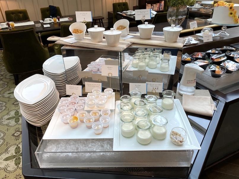 東京ステーションホテル「アトリウム」:朝食ビュッフェ(シリアル&ヨーグルト)