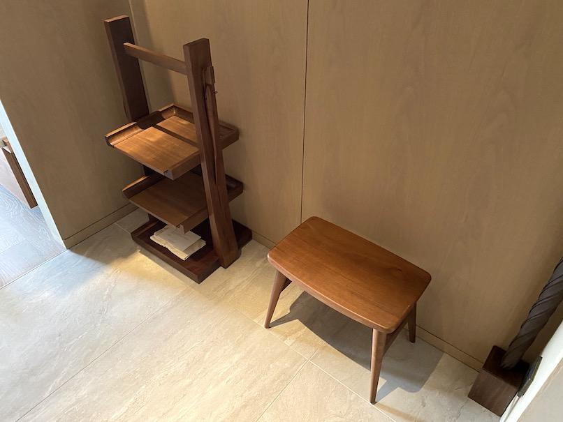 HOTEL THE MITSUI KYOTO(ホテルザ三井京都)の客室:靴棚&腰掛け