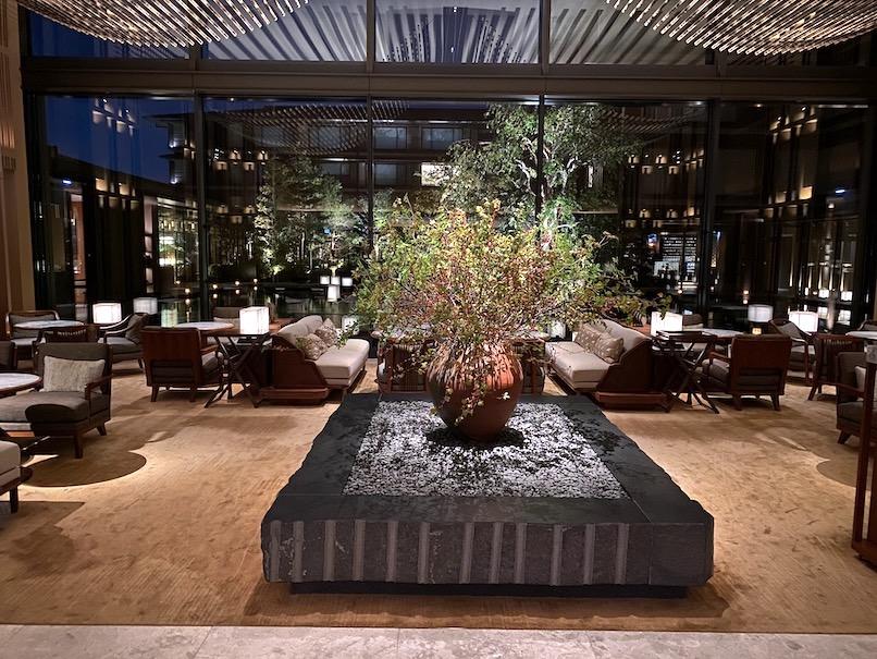 HOTEL THE MITSUI KYOTO(ホテルザ三井京都)の夜のロビー:メインロビー